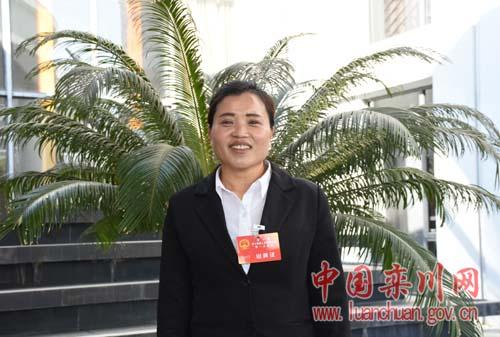 栾川县人大代表杨春梅:加强农村教师配备